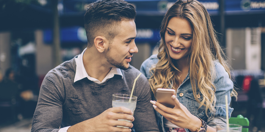 happy-couple-drinking-online